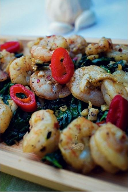 Garlicky Shrimp Spinach Salad