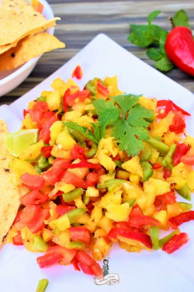 Jalapeno Pineapple Salsa - Fruity salsa Summer salsa somethingiscooking.com