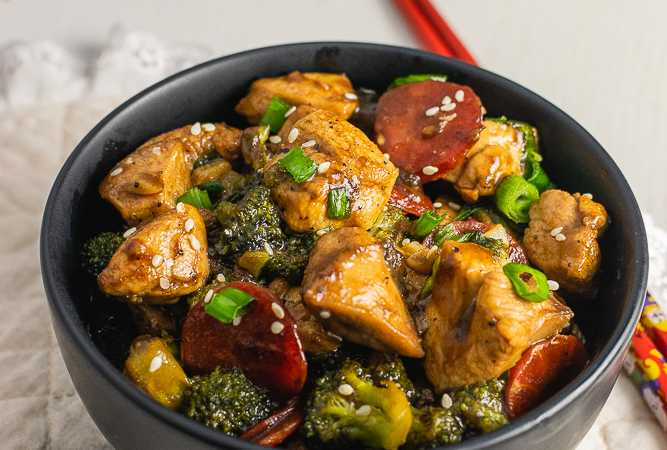 What to eat in a Ketogenic diet | Chicken and Broccoli Stir Fry