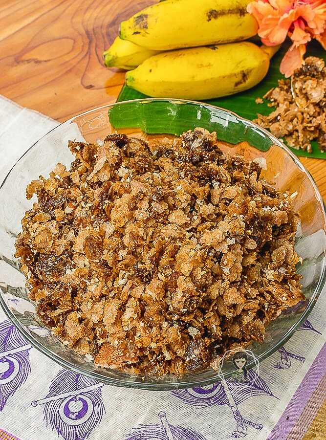 How to make Aval Nanchathu - Bowl of aval or sweet poha served with banana