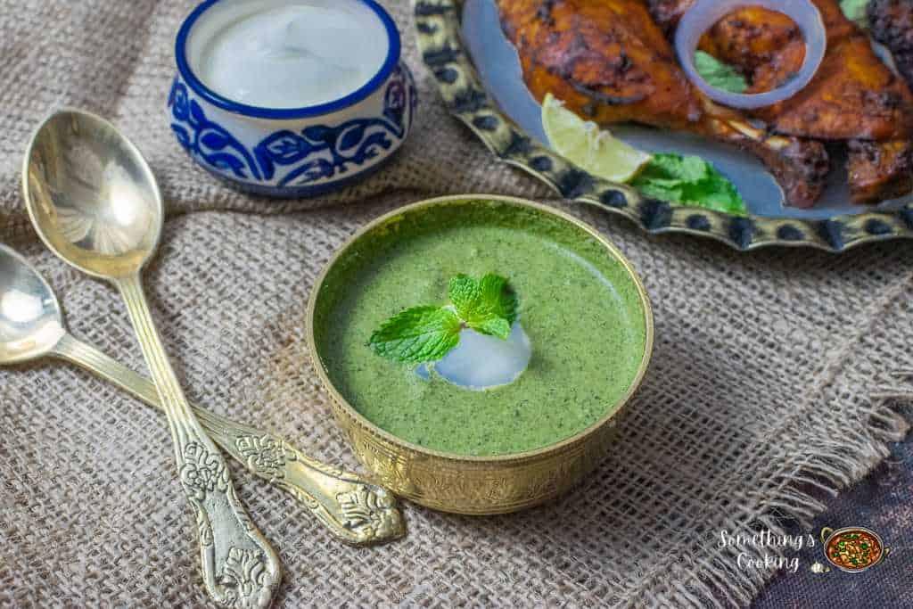 A bowl of Mint chutney with Tandoori chicken